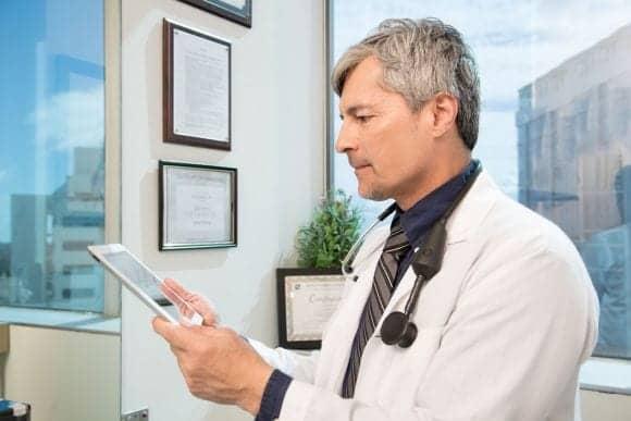FDA-cleared Digital Stethoscope Streams Heart Sounds via Mobile App