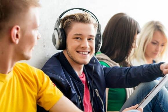 University Recreation Center Installs Media Wall with Listening System