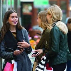 P127_OPN_Teens_Shopping_GAB_1009