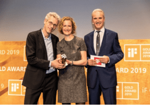 aarten Barmentlo, WS Audiology Chief Marketing Officer (l), and Christina Hakvoort, Head of Premium Segment, receiving the iF Gold Award 2019 for Styletto from Ralph Wiegmann, MD iF International Forum Design GmbH.